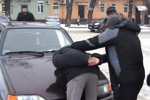 В Кировоградской области задержали военного, который собирался продать гранаты