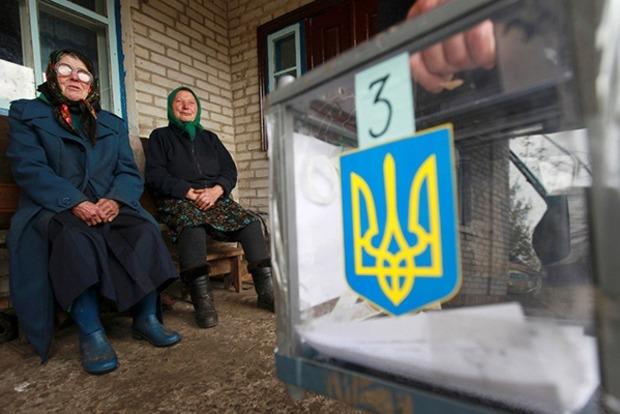 Почти половина украинцев выступает за досрочные выборы Рады и Президента