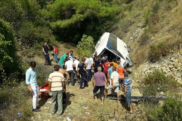 В Турции перевернулся автобус с туристами: есть жертвы