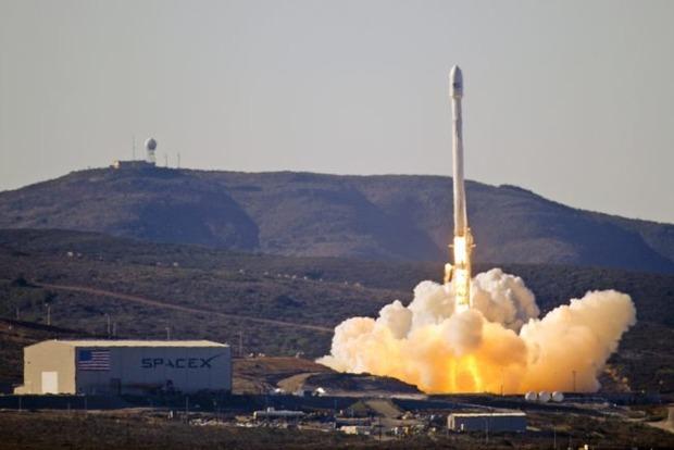 Илон Маск опубликовал видео неудачных приземлений космической ракеты