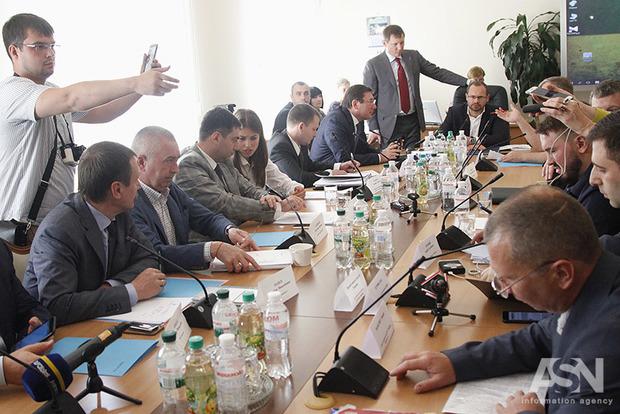 Святые мощи! Как на комитете ВРУ Луценко противостоял радикалам