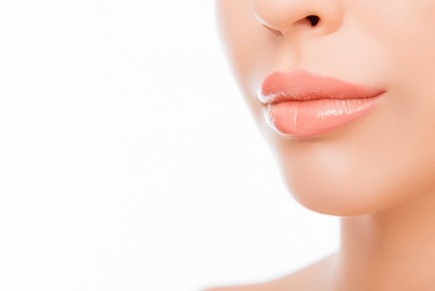 Как правильно красить тонкие губы: 5 способов с впечатляющим результатом