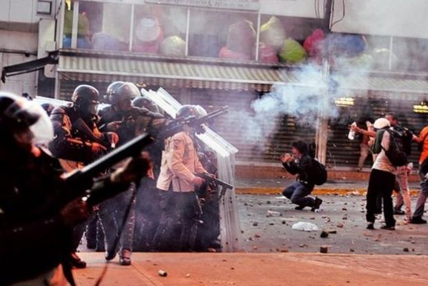Правительственные расстрелы: В Венесуэле погибло уже 37 протестующих