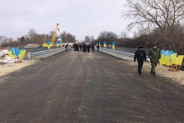 В Северске восстановили взорванный боевиками мост