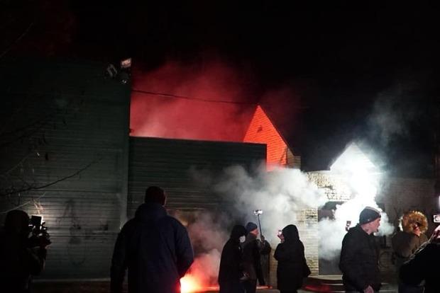 Будинок кума Путіна закидали петардами
