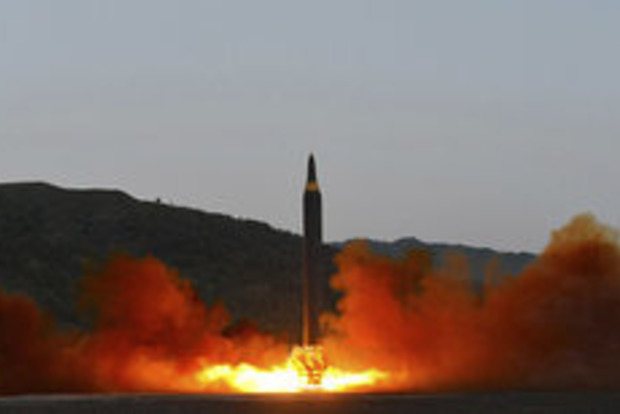 Северная Корея показала видео запуска третьей за неделю баллистической ракеты