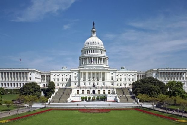 Неизвестные пригрозили направить самолет в здание Капитолия в Вашингтоне