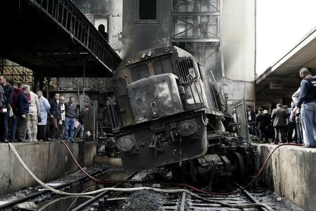 20 трупов и сгоревший вокзал. Поезд протаранил платформу из-за подравшихся машинистов
