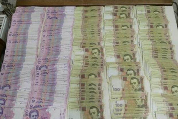 Пограничники за 200 гривен пропускали вне очереди через КПВВ «Майорск»