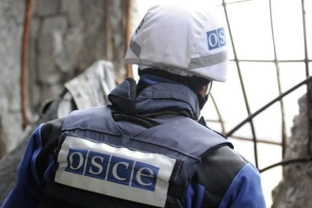 Наблюдатели ОБСЕ ушли с базы в Попасной из-за обстрелов боевиков