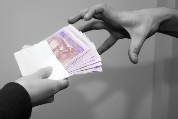 В Черкасской области чиновник требовал взятку более миллиона гривен