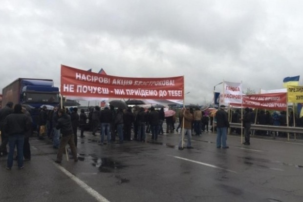 На Волыни активисты перекрыли трассу и требуют отставки Насирова