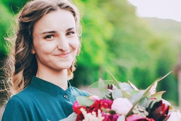 Девушку, умершую в больнице после кровавой ДТП в Харькове, похоронили в свадебном платье