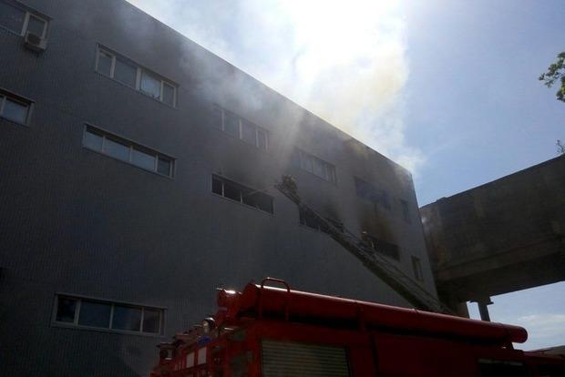 Пожар на складе рядом с метро «Черниговская»: горит площадь в 2000 м кв.