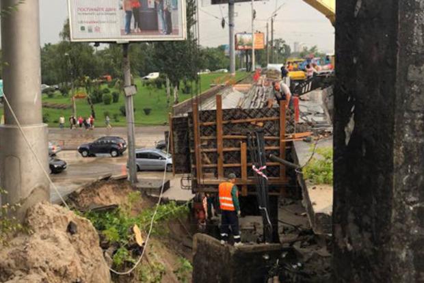 Провалившийся мост: Порошенко уволил главу Подольского района, а Кличко - пронесло