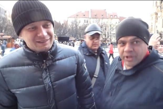 Россияне в Праге напали на участников проукраинской акции