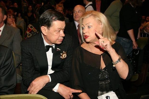 Веселая вдова на поминках по Караченцову пила шампанское и кричала: Гип-гип-ура!