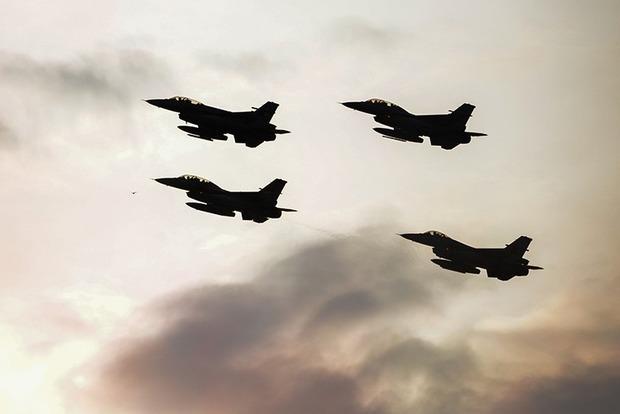 Турки нанесли авиаудар по базе курдов на севере Ирака