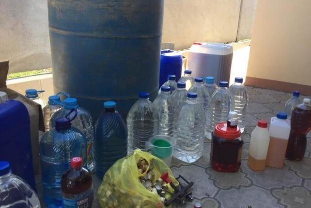 В подпольном цеху Запорожья тысячами литров изготавливали фальсифицированный алкоголь