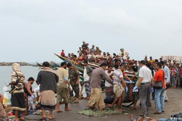 Лодку с сомалийскими беженцами расстреляли с вертолета: 30 погибших