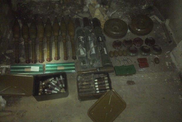 В Донецкой области нашли еще два тайника с оружием и боеприпасами