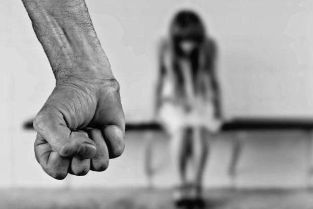 В Бердичеве тренер спортивной школы домогался 11-летней девочки