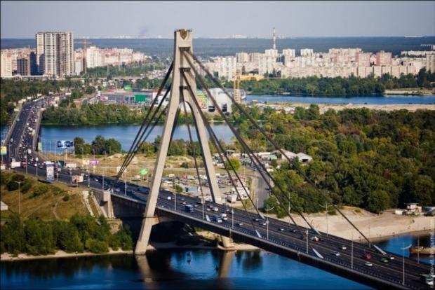 УКиєві завтра обмежать рух Московським мостом