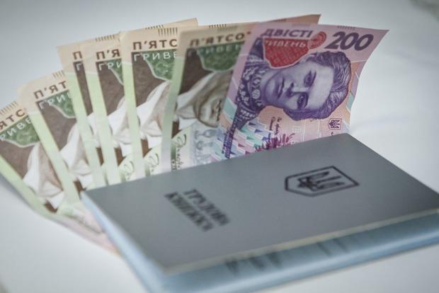 Переход на трудовые договоры, отмена доплат и рост цен. Каковы последствия минималки в 3200 грн