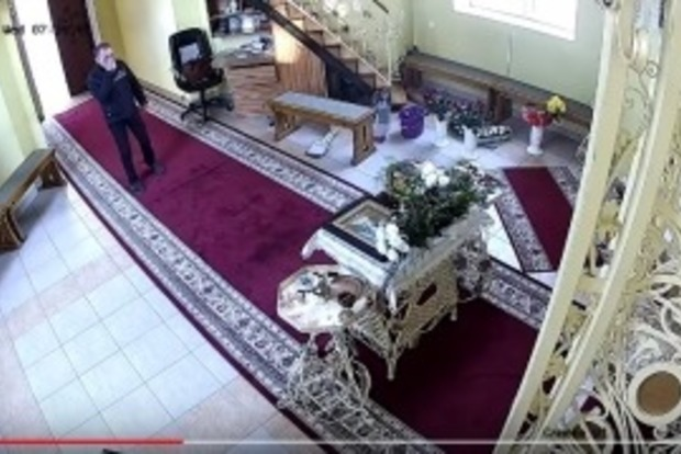 «Набожный» вор, перед ограблением церкви трижды перекрестился