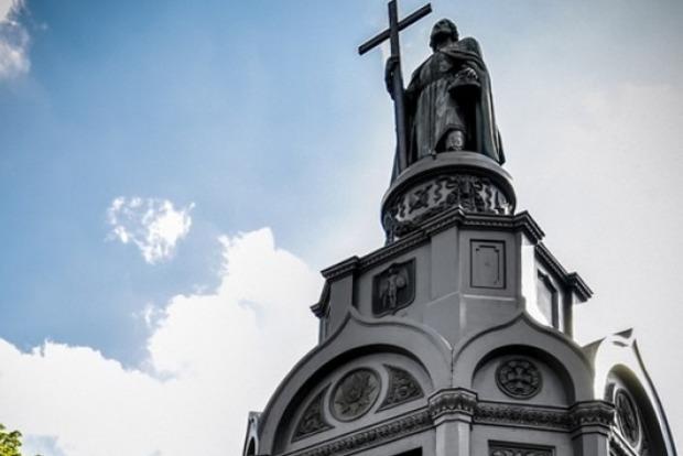 В Украине сегодня отмечается День Крещения Киевской Руси-Украины.