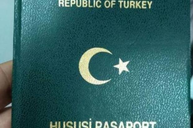 В Украину из Парижа не впустили женщину с поддельным турецким паспортом