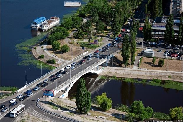 Завтра в Киеве ограничат движение транспорта на мосту через Русановский канал
