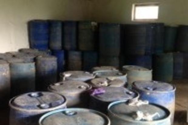 В Винницкой области обнаружена нелегальная партия спирта на 50 тысяч литров
