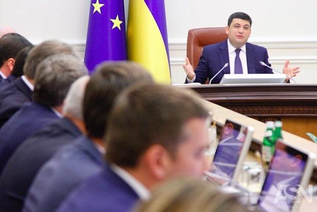 Гройсман анонсировал масштабный ремонт дорог в Украине