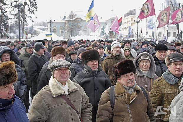 Митинг военных пенсионеров завершился меморандумом с Оппоблоком и Батькивщиной. Что происходит?