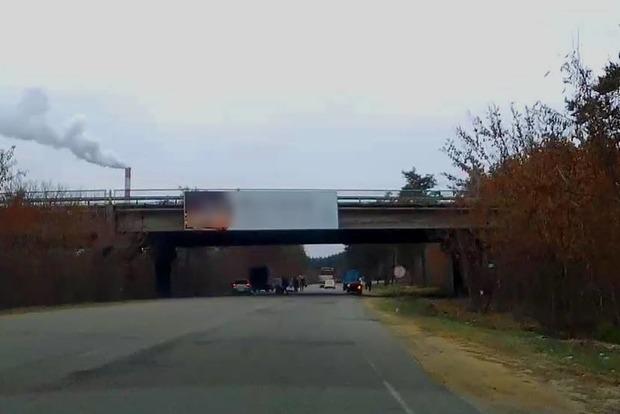 В Харькове мужчина хотел повеситься, но умер, упав с моста