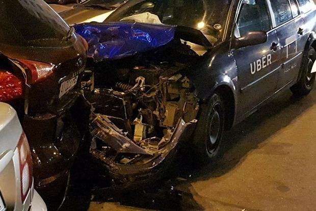 Водитель Uber-такси устроил масштабное ДТП в Киеве и скрылся