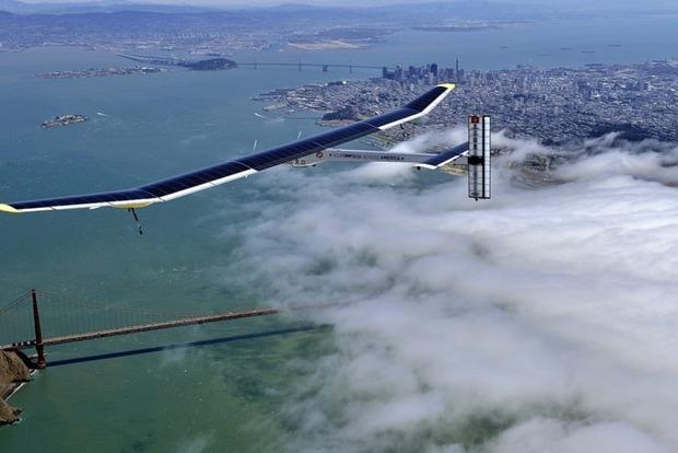 Самолет на солнечных батареях благополучно приземлился в Калифорнии
