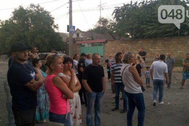 В Одессе народ взбунтовался против фур и перекрыл дорогу. Есть пострадавшие