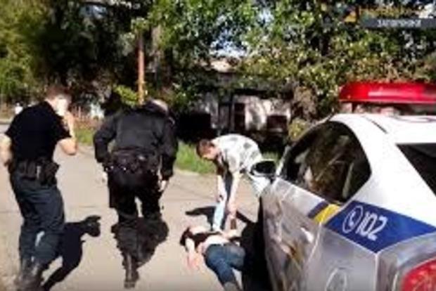Скончалась женщина, которую переехали патрульные в Запорожье
