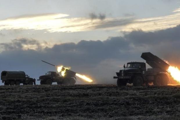 Боевикам на Донбасс из России привезли тяжелое вооружение и «Грады»
