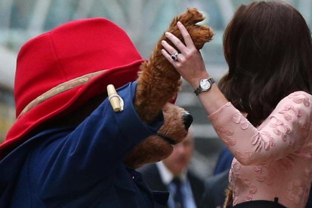 Кейт Миддлтон станцевала с игрушечным медвежонком