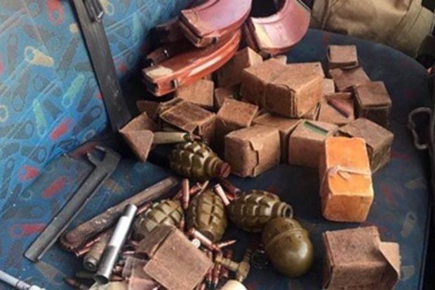 Нацполиция: Автомобиль с резервом оружия ивзрывчатки нейтрализован вБахмуте