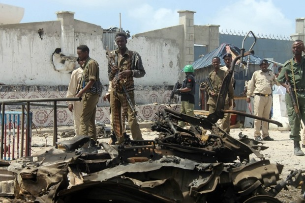 При нападении на гостиницу в столице Сомали погибли 15 человек