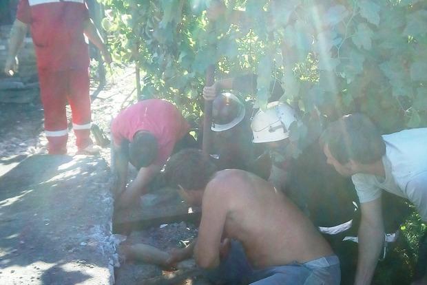 Мужчину раздавило железобетонной плитой в собственном дворе в Кировоградской области