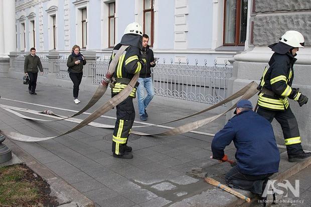 Пожарная инспекция добивается через суд  закрытия 150 ТРЦ и более 200 школ