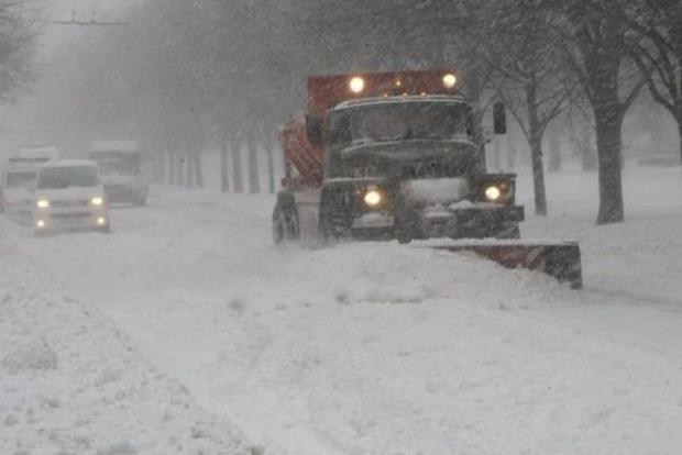 Из-за снегопада перекрыли дороги в Донецкой области