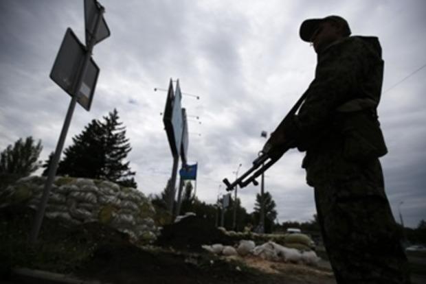 При обстреле села Первомайское мирного жителя разорвало на части