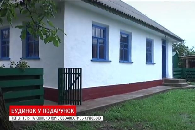 Копы с большим сердцем: винницкие полицейские в складчину купили нищей семье дом