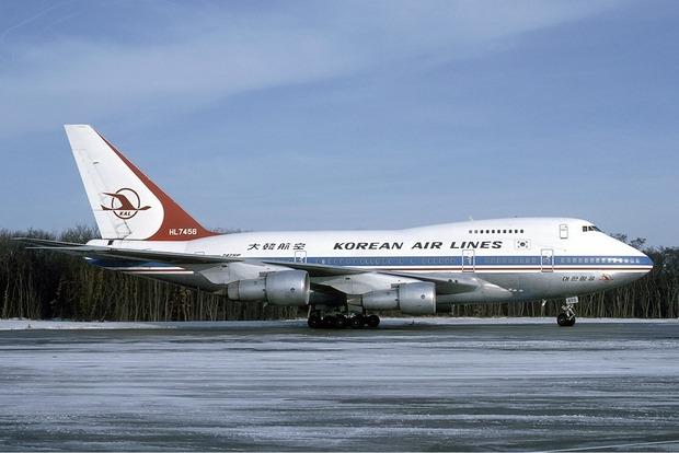 Авиакомпания Korean Air разрешила бортпроводникам использовать электрошокеры